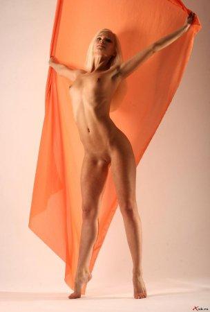 Блондинка звезда балетных танцев