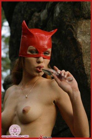 Женщина в красных сапогах