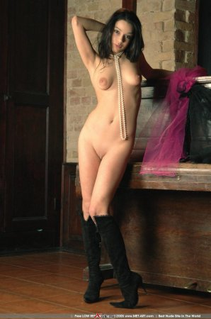 Красивая голая модель