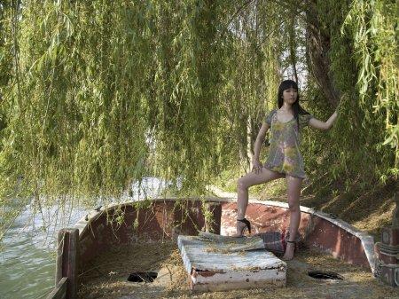 Японская леди на старом корабле