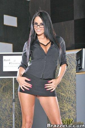Потрясающая секретарша в класных трусах