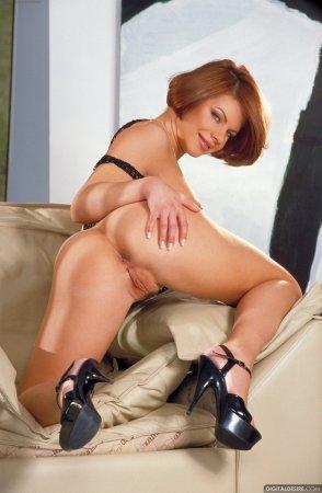 Рыженькая мамашка с огромной задницей