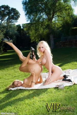 Две лесбияночки в лугу