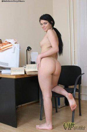 Бритая киска секретарши