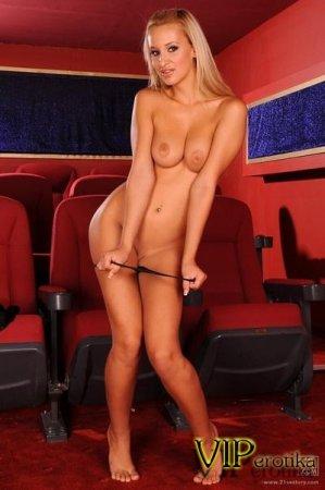 Извращенка в кинотеатре