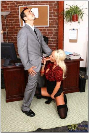 Босс дал ей в рот