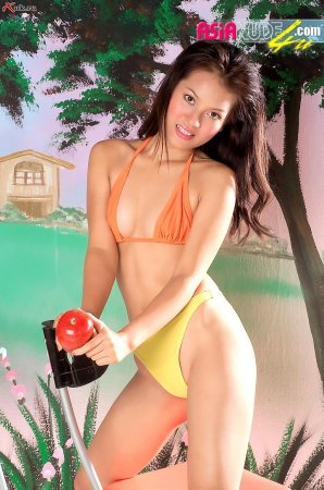 Азиатка с маленькими сиськами