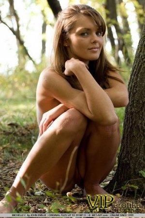 В лесу Наташка разделась