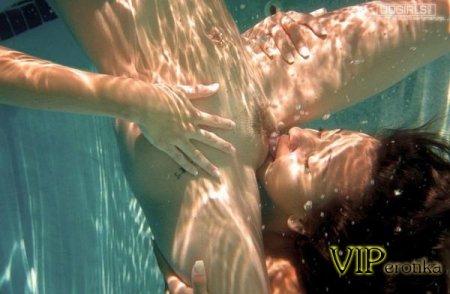 Лесбиянки под водой