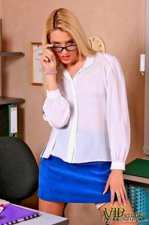 Юная красотка секретарша