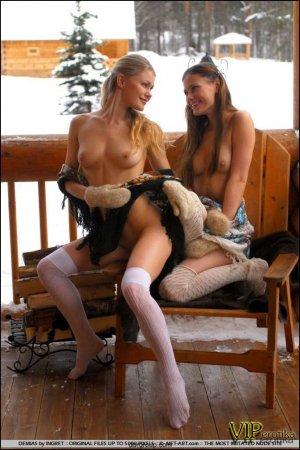 Две деревенские лесбиянки