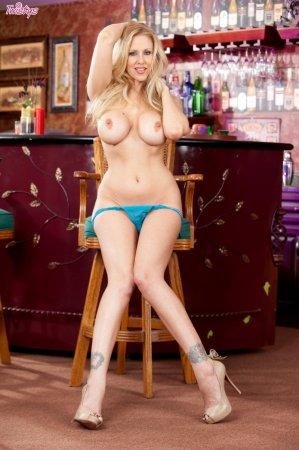 Эта блондинка в синих стрингах