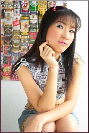 Азиатка сняла с себя одежду