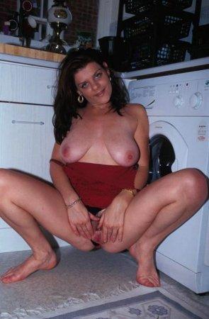 Опытная женщина на кухне
