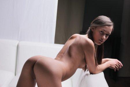Молодая девушка с отменной жопой