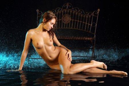 Мокренькая и очень милая красотка