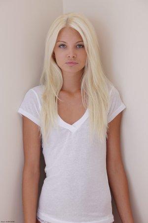 Эротичная и красивая блондинка