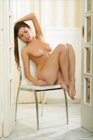 Красивенная попка на стуле