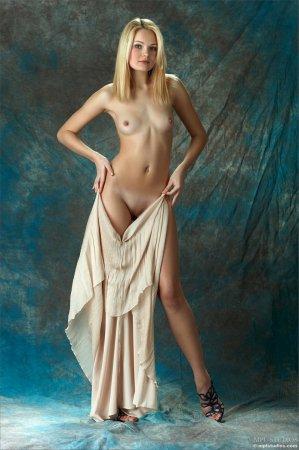 Эротичная и сексуальная блондинка