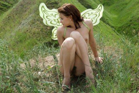 Частные фотки юной сексуальной феи