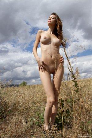 Красивая грудь девушки очень сексуальна
