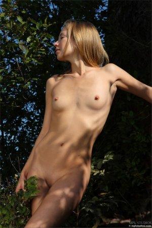 Блондинка с отменной кисочкой