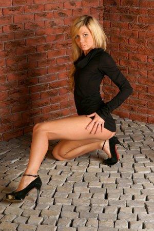 Голенькая развратная блондиночка