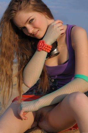 Раздетая девка на Казантипе
