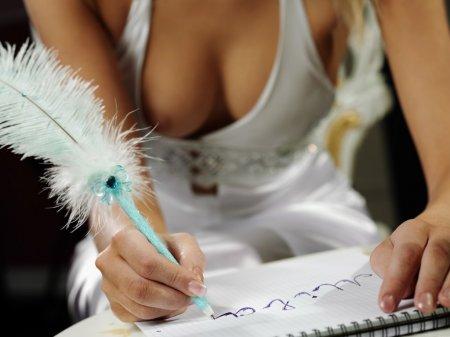 Голенькая боярыня пишет письмо