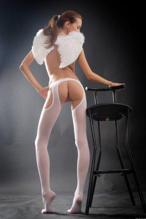 Голая девочка - ангелок