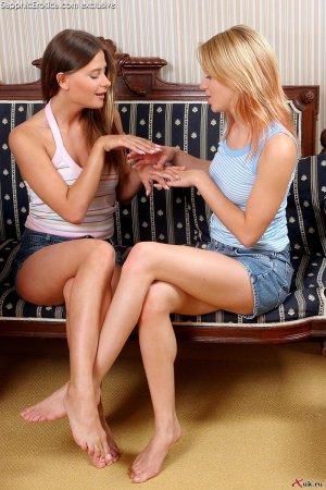 Обнаженные искусительные лесбиянки