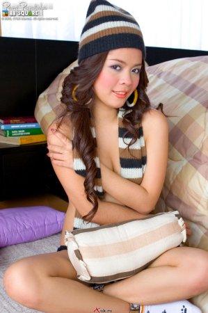 Раздетая и очень привлекательная азиаточка