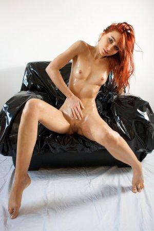 Голая , сексуальная рыжеволоска