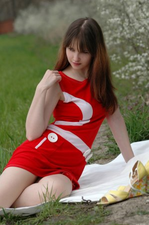 Голенькая рыжеволосая красотка