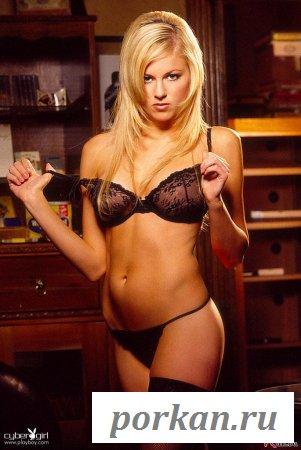 Бесспорно сексуальная голая блондинка