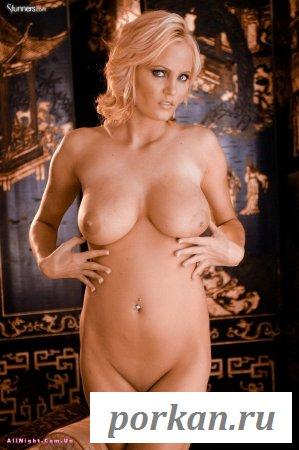 У блондинки большие сиськи (13 фотографий)