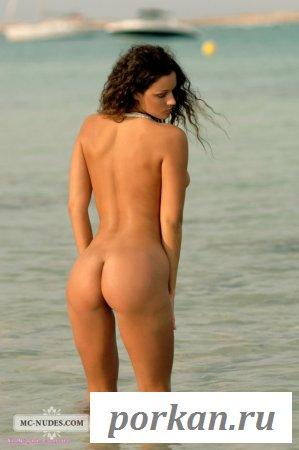 Тёлочка с большими сиськами (14 фотографий)