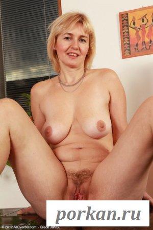 Гениталии голой женщины за 40