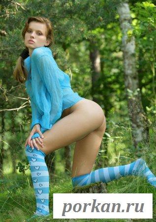 Симпатичная попка девушки в эротике