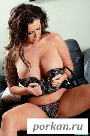 Большая грудь взрослой мадам