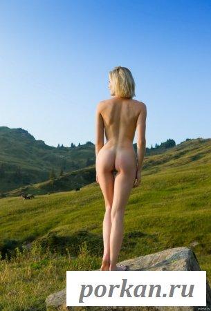 На природе замутила эротику