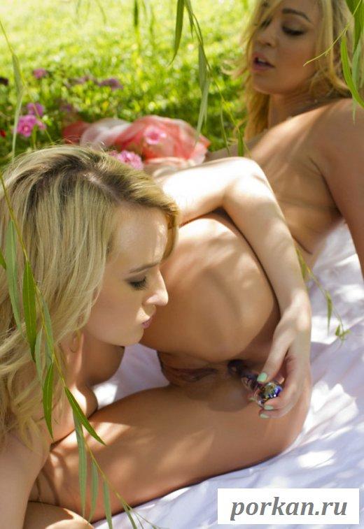Горячая мастурбация дырочки подружке