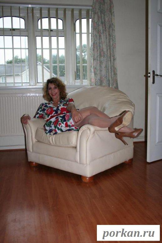 Страстная бабушка обнажает обвисшие сиси