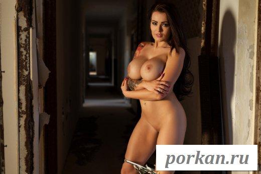 Сексуальная тёлка с большими грудями