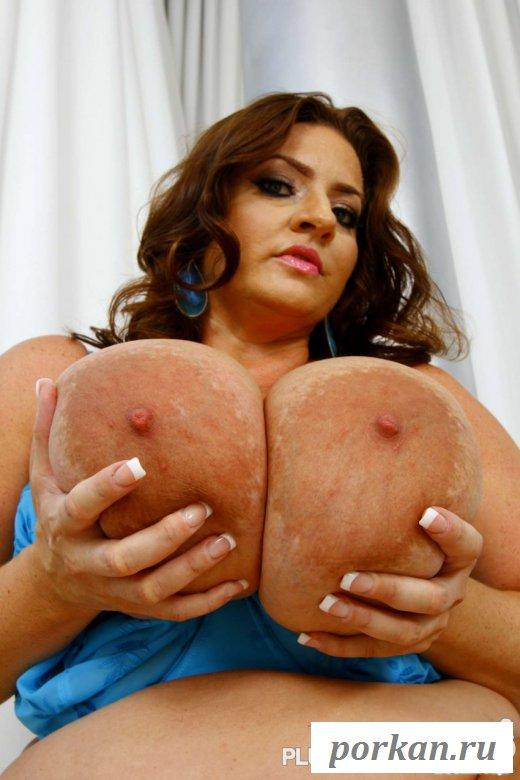 Сексуальная толстушка с большими дойками