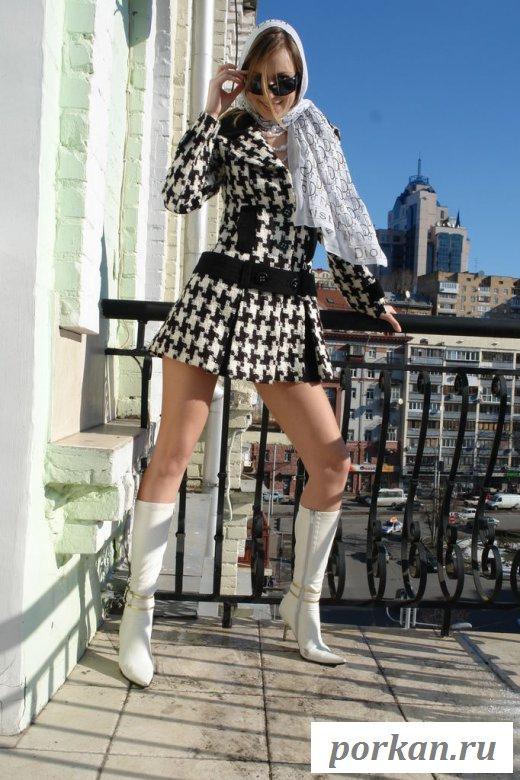 Чешская девушка голая на балкончике (картинки)