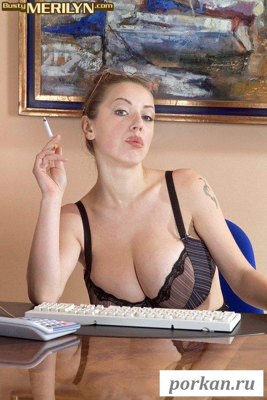Эротические ласки секретарши на рабочем месте