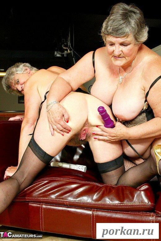 Две старушки мастурбируют